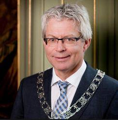 https://www.visclubhetdobbertje.nl/media/plaatjes/burgemeester_crone.jpg